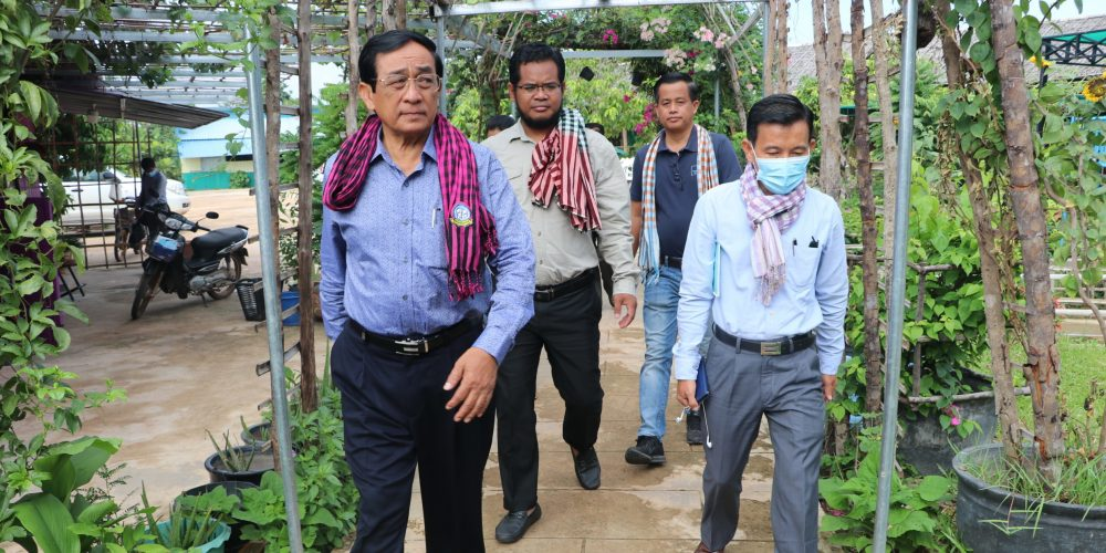 His Excellency Has Sareth of the Royal Government of Cambodia's Ministry of Agriculture, Forestry and Fisheries joined CAST at Rathada Hatchery to discuss aquaculture for economic, health and trade potential.  Photo credit: PNN News